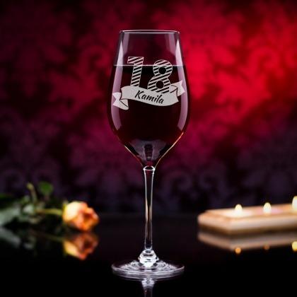 Prezet na urodziny - grawerowany kieliszek do wina