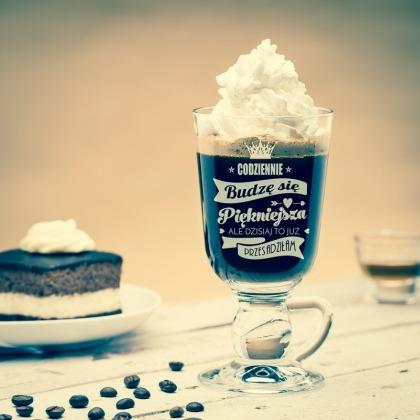 Codziennie piękniejsza - szklanka do kawy po irlandzku