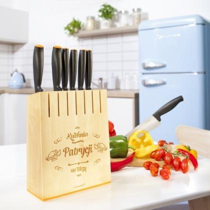 Kuchnia nie tuczy - komplet noży FISKARS w grawerowanym bloku