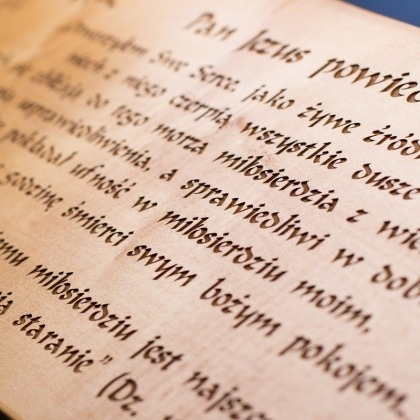 Drewniana grawerowana tablica do kapliczki